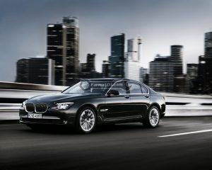 BMW Series 7 Sedan 2010 300x240 دفترچه راهنمای بی ام و سری 7 سدان مدل 2010